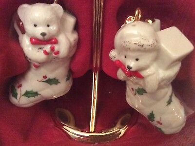 LENOX HOLIDAY STOCKING BEARS SALT & PEPPER SHAKERS WITH STAND New In Box