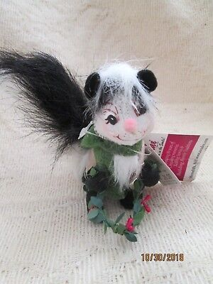"Festive Annalee Woodland Skunk  5"" Figure-NWT-Dilliards Exclusive-Rare!!"