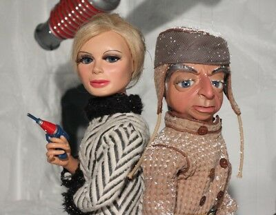 Thunderbirds 8x10 Photo - Gerry Anderson Lady Penelope & Parker FAB 1 Driver #10