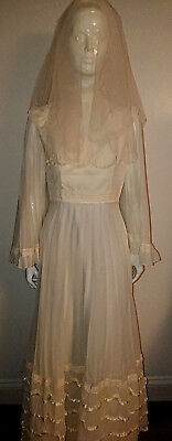 Vintage 1970's Ivory Accordion Pleat Wedding Dress with Veil. Size 14.