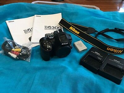 Nikon D D5300 24.2MP Digital SLR Camera - Black Body Battery Strap EUC