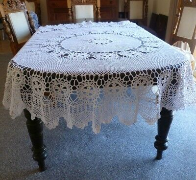 STUNNING  VINTAGE WHITE HAND CROCHETED  ROUND TABLECLOTH 185 cms ACROSS