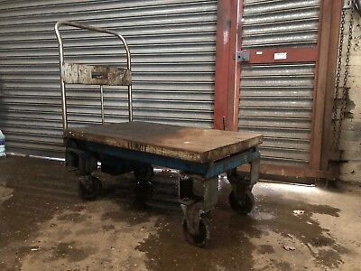 Hydraulic Scissor Lift Trolley. Old But In Good Working Order. See Photos