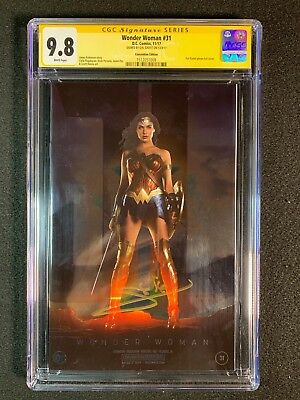 Wonder Woman #31 CGC 9.8 SS (2017) - Convention Edition - Signed Gal Gadot