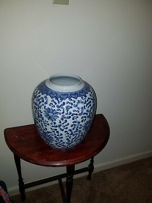 19/20Th Chinese cobalt Blue And White porcelain vase with flowers and vines