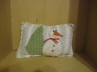 Primitive pillow tuck - quilt - snowman and tree