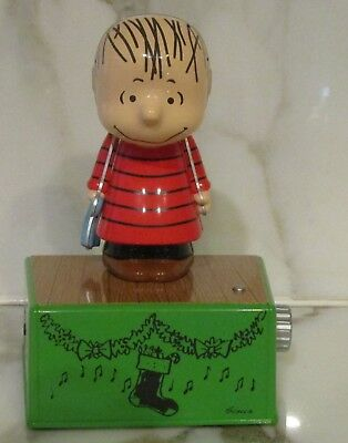 Peanuts Linus Christmas Dance Party Figurine With Music and Motion NEW