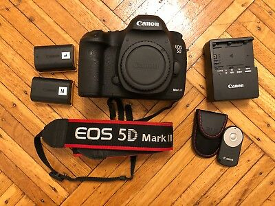 Canon EOS 5D Mark III Body + Accessories