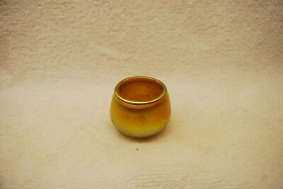 Beautiful Unsigned Gold Iridescent Art Glass Pigtail Open Salt