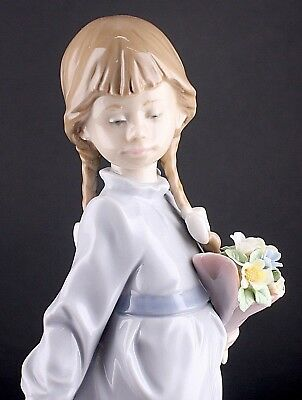 "Lladro 7604 "" School Days "" Girl With Suitcase Retired Porcelain Figurine *mint*"