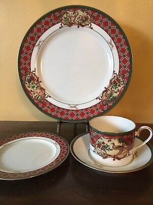 NORITAKE Royal Hunt 4 piece place setting  Excellent Condition.