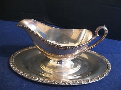 """LARGE SILVER PLATE GRAVY BOAT with UNDERPLATE in """"HENLEY"""" by ONEIDA COMMUNITY"""