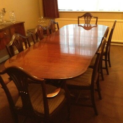 Solid Mahogany Dining Table With 2 Carver Chairs & 6 Chairs With Leaf