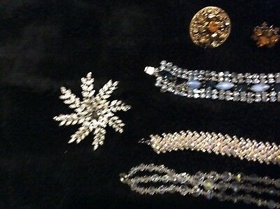 Gorgeous job lot of vintage jewellery some signed lovely pieces all wearable
