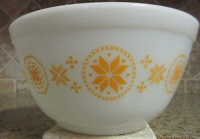 Pyrex Vintage Town and Country (Orange on white) 1 1/2 qt. Mixing Bowl 402