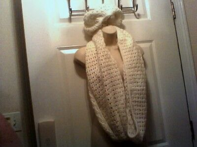 GAP infinity scarf with matching hat set white, new with tags