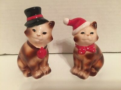 CHRISTMAS Cats Cat SALT & PEPPER Shakers Ceramic Hand Painted