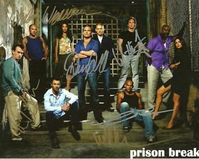 The Walking Dead  Cast   8 By 10 Inch Full Gloss Signed Picture  C.o.a.