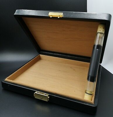 Rare Dunhill humidor. Cigar box. Boîte à cigares. Leather and wood.