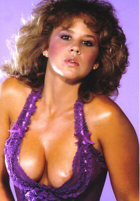 Linda Blair  10 X 7   Inch   Photo  . Lovely  Image W