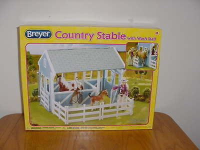 New Breyer Country Stable With Wash Stall (#699 Scale 1:12)