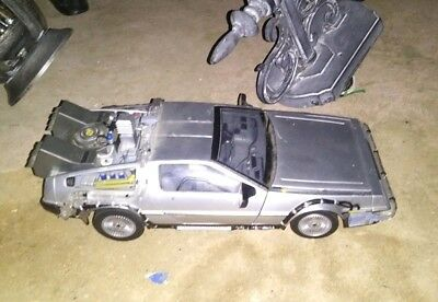 BACK TO THE FUTURE 2 1/24 DeLorean Time Machine DIECAST CAR