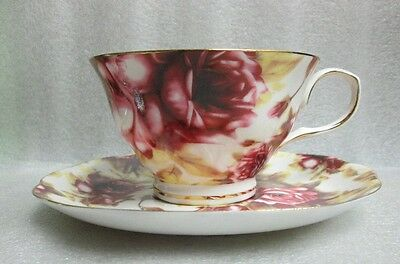 VTG GRACE'S TEAWARE WHITE CHINA w BURGUNDY & PINK ROSE CHINTZ TEA CUP & SAUCER!