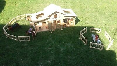 Vintage Breyer 3-Piece Wooden Horse Stable, with Accessories and Corals