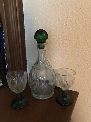Avon Emerald Accent Decanter & Cordial Glasses And Tray