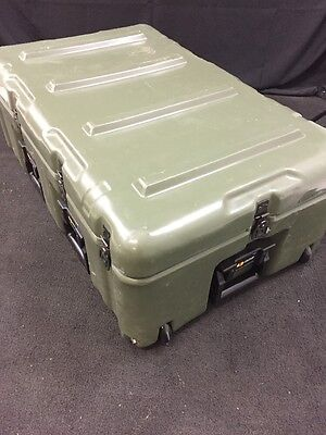 """HARDIGG/PELICAN Wheeled Shipping Case 33x21x12"""" Pressure Relief Excellent Cond."""