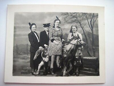 """Vintage Picture of Four Woman """"Ghost Town Pitchur Gallery"""" Knott's Berry Farm *"""