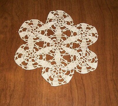 "1950's HANDMADE CROCHETED THREAD LACE DOILY, 7"" ROUND, Pristine, UNUSED! FINE!"