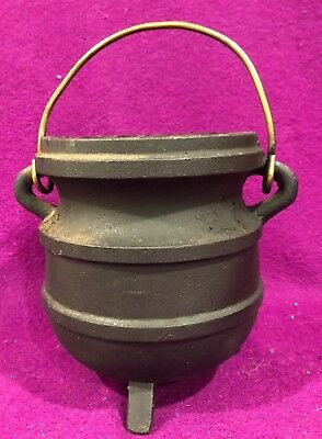Cast Iron Couldron Kettle Bean Pot W Handle 3 Leg 5 5/8 in high Vtg 5 in diam