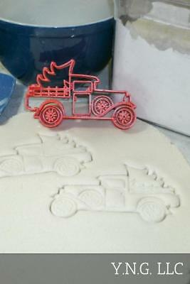 Vintage Classic Antique Pickup Truck With Christmas Tree Cookie Cutter Pr2237