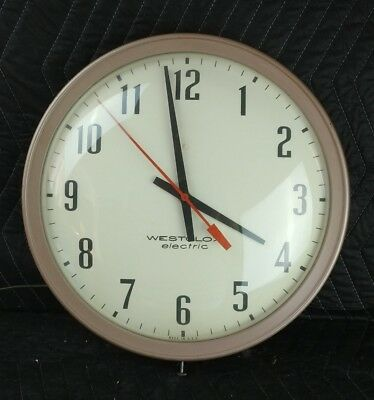WESTCLOX 1960's VINTAGE ELECTRIC KITCHEN SCHOOL OFFICE WALL CLOCK RETRO
