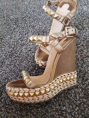 on sale 013ed a6300 CHRISTIAN LOUBOUTIN CATACLOU 140 wedges gold