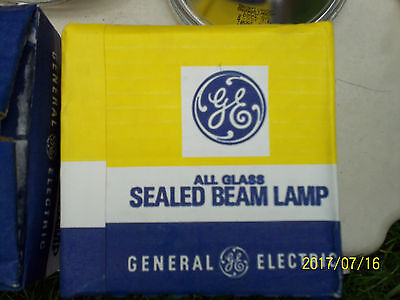 sealed beam all glass 250 w 28 volt aircraft landing light bulbs  NEW IN BOX