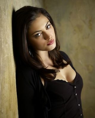 GLOSSY PHOTO PICTURE 8x10 Phoebe Tonkin Thoughtful