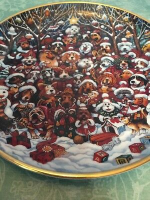 FRANKLIN MINT Porcelain Limited Edition Dog Plates by BILL BELL Santa Paws