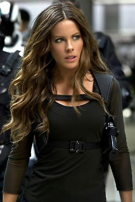 Kate Beckinsale With Weapons 8x10 Glossy Photo Print