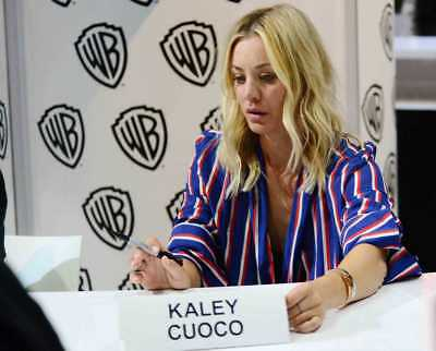 Kaley Cuoco With A Marker In His Hand 8x10 Glossy Photo Print