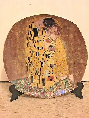 """Gustav Klimt """"The Kiss"""" Porcelain Decorative Plate with Stand in Excellent Cond"""