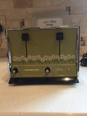 Vintage Toastmaster Hostess #D-105 Automatic Toaster 4 Slice Avocado Daisy---USA