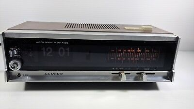 Lloyd's JJ-6822 Flip Number Alarm Clock Radio For Parts Set Prop Vintage