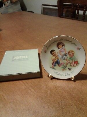 AVON COLLECTOR PLATE Mothers day 1991 Love makes all things grow
