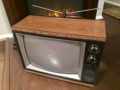 """1986 General Electric 19"""" Color Tv Set Retro Television Faux Wood Finish"""