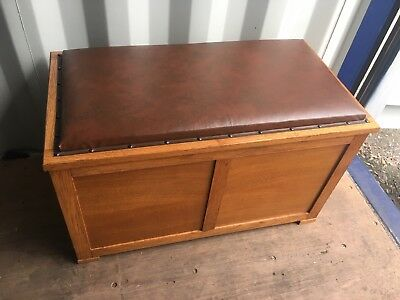 Vintage Blanket Box With Padded Seat Top   FREE LOCAL DELIVERY