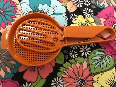 Vintage Tupperware Sift-It Flour Sifter Harvest Orange Color Hand Sifter