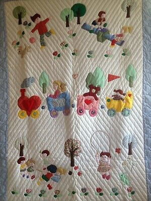 Beautiful Hand Made Appliqué Baby/Toddler Bedding Coverlet Comforter Quilt
