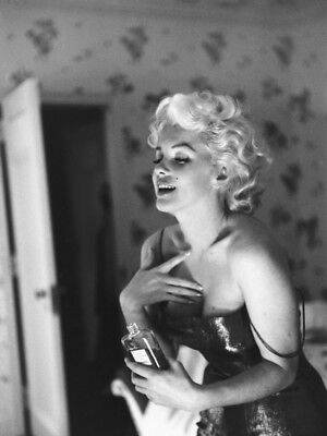 GLOSSY PHOTO PICTURE 8x10 Marilyn Monroe Chanel No 5 Perfume